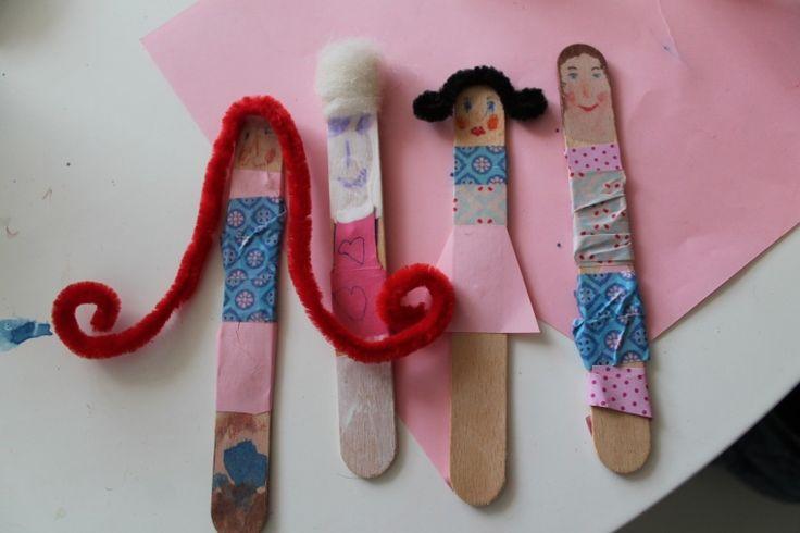 Dřevěné špachtičky jsou príma materiál na tvoření, ať už děláte loutky na divadlo nebo jen panenky na hraní, které mají rády módní trendy :-)