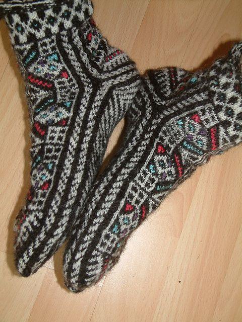 Ravelry: Ixtab's Spindle-spun Eastern Socks, Bosnian motifs free pattern