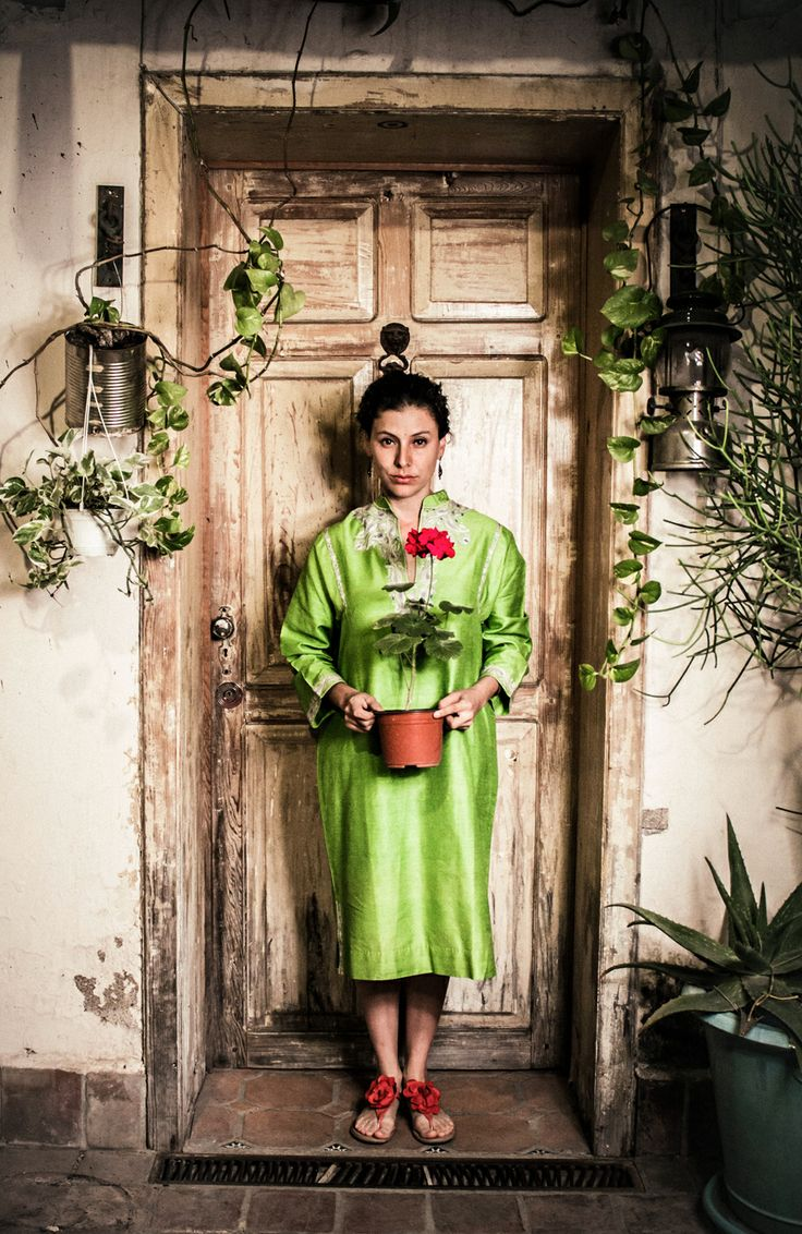 Cuerpo Entero y Floral Foto: Ginna Álvarez  Modelo: Daniela Camarena
