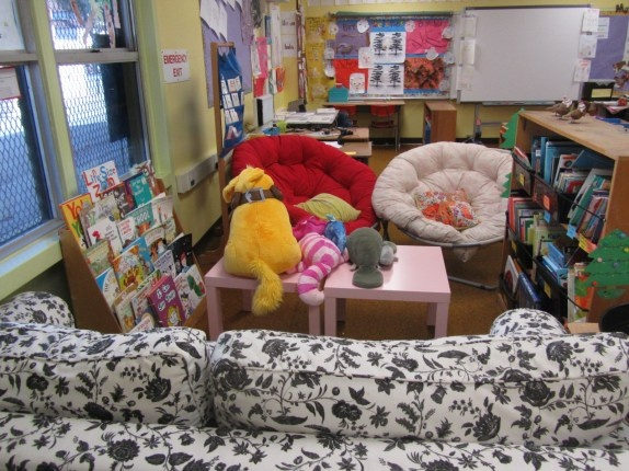 There's a sofa in that classroom library! Students must love curling up with a book!