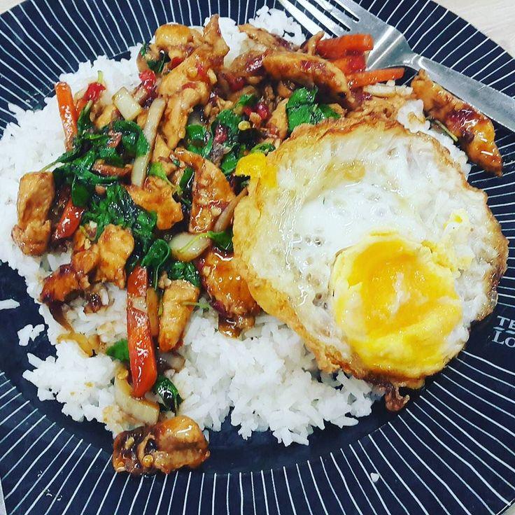 Попытки поесть тайской еды впрок :) #bangkok #thailand #chicken  #thaifood #omnomnom #foodie #foodgasm #food #instafood #еда #инстаеда #бангкок #таиланд #тайскаяеда