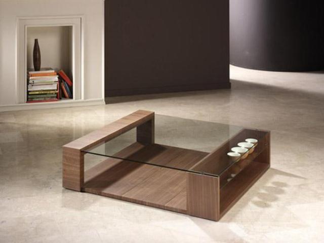 Mesa de estilo modernista en madera y cristal