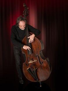 Gérard Prévost (Miles Davis, Renaud, Coluche, les Gipsy Kings, Arbon ...) enregistre le son de sa contrebasse avec le BL21 Prodipe.