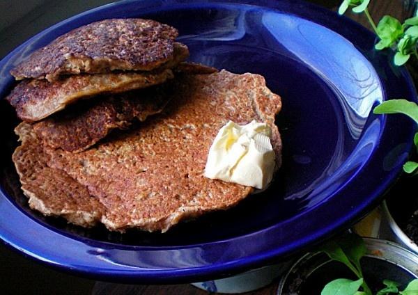 Vanilla Almond Black Tea Pancakes with Apple and Bran By Joanna | Yum ...