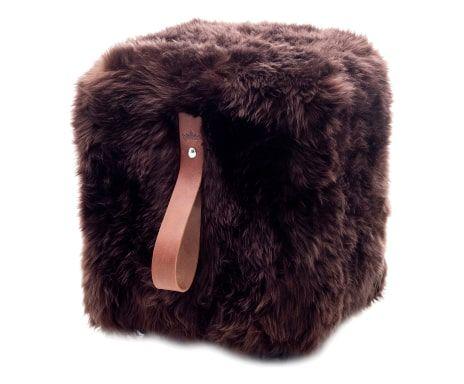 Pouf quadrato in legno e pelliccia di pecora marrone