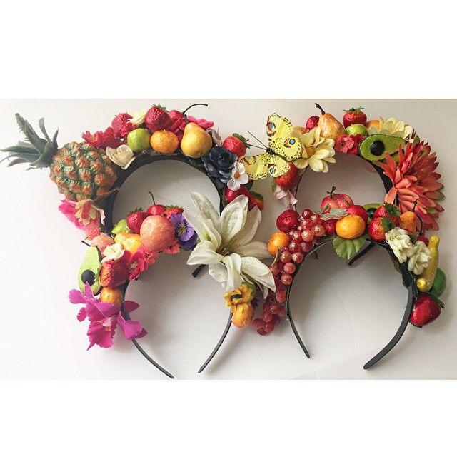 @amis_art - Sábado saudável começa com salada de frutas  Nossas Carmens Miranda estão prontas pra arrasar