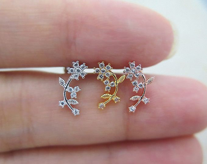 Flower Leaf Piercing/Tragus Earring/Cartilage earring / Tragus stud / Tragus Piercing / CZ piercing / Labret bar optional /CZ Stud Piercing