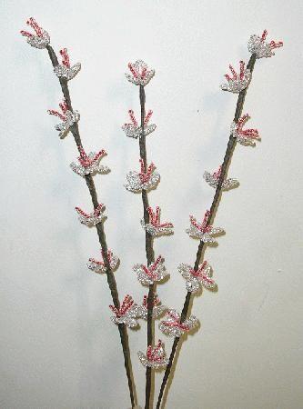 Цветы персика из бисера