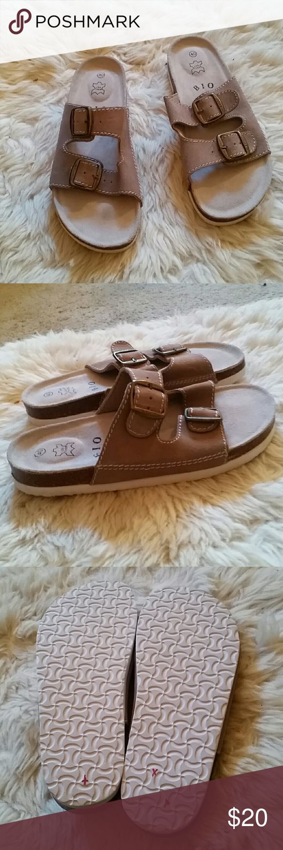B I O  LEATHER SLIP ON SANDELS B I O LEATHER SLIP ON SANDELS  SIZE EURO 40 US 10 DISPLAY MODEL TRIED ON NOT WORN RIGHT ON STYLE B I O Shoes Sandals
