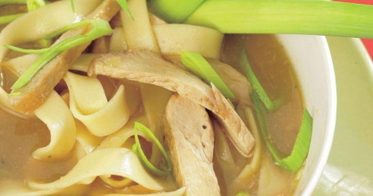 Pikantná čínska polievka - dôkladná príprava krok za krokom. Recept patrí medzi tie najobľúbenejšie. Celý postup nájdete na online kuchárke RECEPTY.sk.