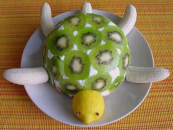 make a turtle cake with kiwi and banana   turtle cake - Jokeroo