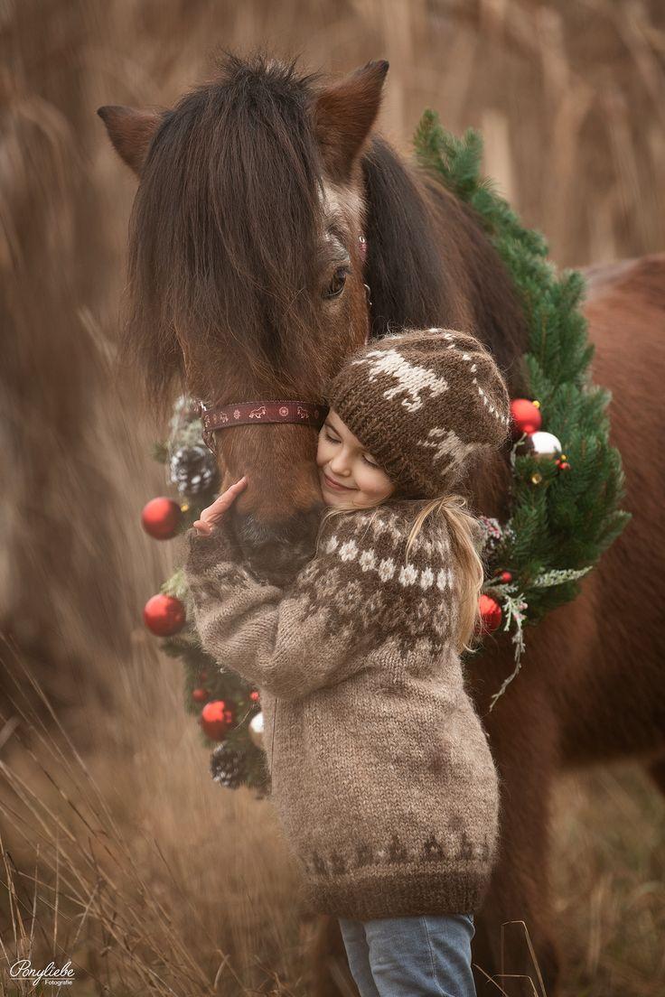 Ponyliebe Fotografie – Kleines Mädchen mit ihrem Pony. #pferdefotografie #horsephotography