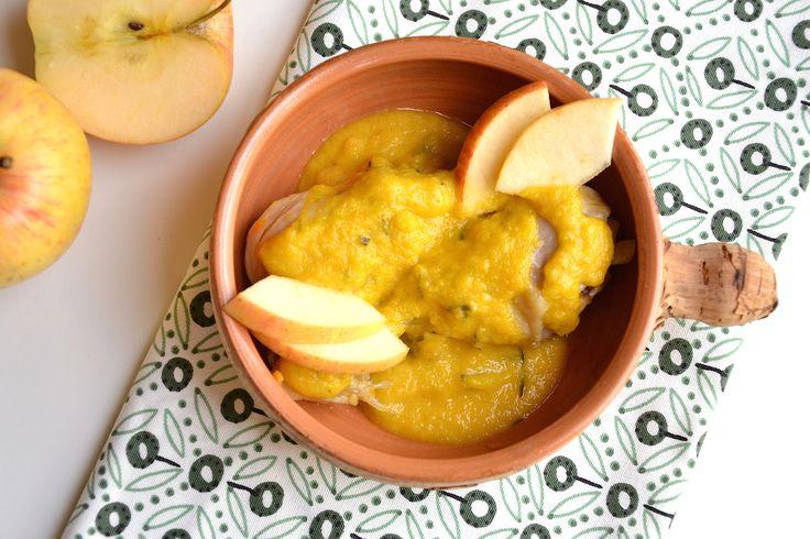 Le cosce di pollo con le mele Bimby sono un secondo piatto economico ma da invito! Una deliziosa salsa alle mele salata accompagna il pollo cotto nel Bimby!