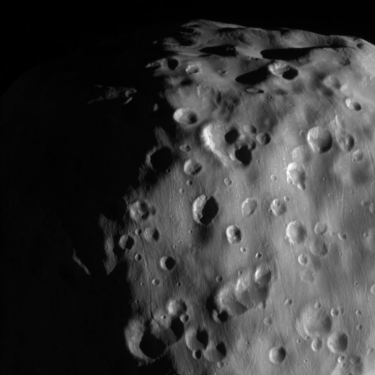 A new high-resolution image of Saturn's moon Epimetheus' reveals a long history of meteor collisions.