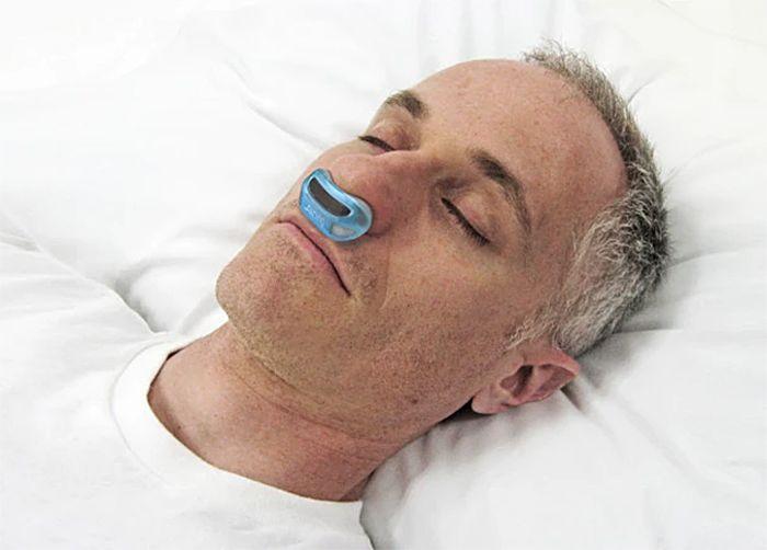 睡眠時無呼吸症候群を救うちいさな快眠ガジェットAiring