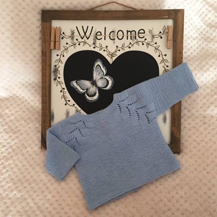 Patrón con videotutorial de como hacer un jersey de punto para bebe con raglán espiga, explicado paso a paso diseñado por Molan mis Calcetas.