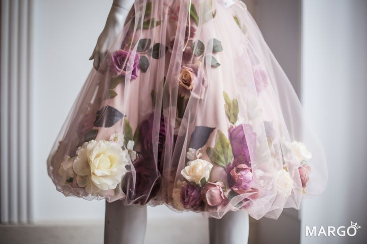 #flower #flowers #dress #flowerdress #dresswithflowers #springflowers #evening #evenintgress #powderpink #powder #pink #vintage #rose #roses #green #powdercolours #vintagecolours #peonies #hydrangea #cherryblossoms #blossoms #swarovski #pearls #swarovskipearls #50years #50 #white #vanillacolour #gradient #love #dreamdress #dream #margo #margoconcept