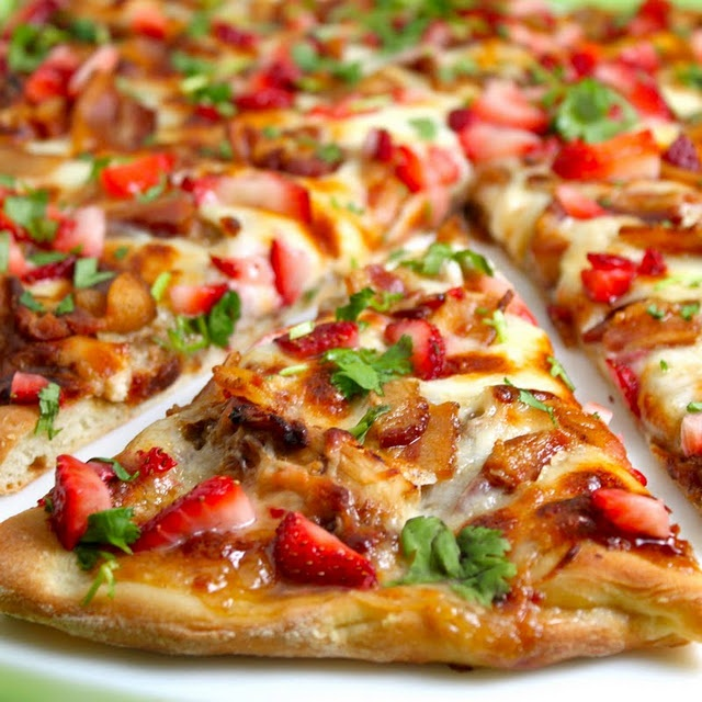 Strawberry Balsamic Pizza with Chicken, Sweet Onion, and Applewood Bacon.: Applewood Smoke, Balsamic Pizza, Applewood Bacon, Strawberries Pizza,  Pizza Pies, Sweet Onions, Smoke Bacon, Strawberry Balsamic, Strawberries Balsamic