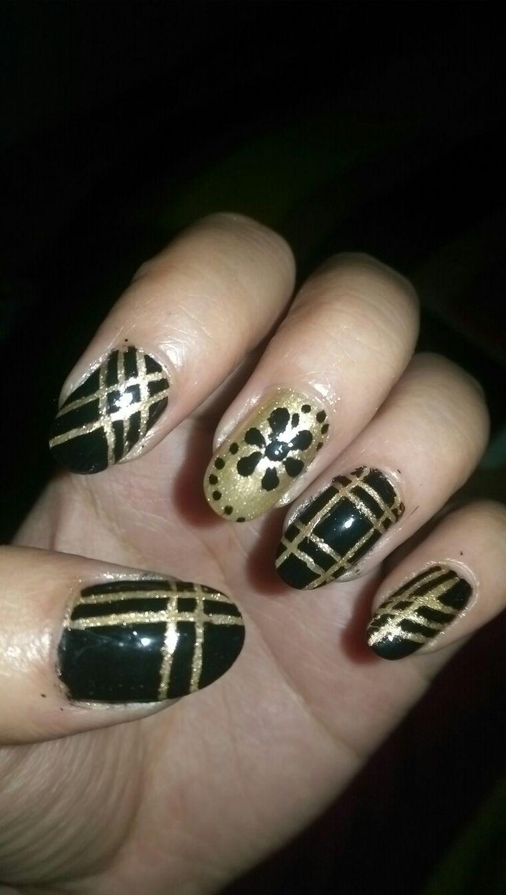 black n goldn nail art