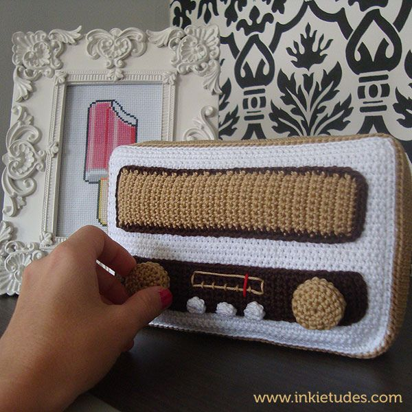 radio amigurumiCrochet Joy, Crochetamigurumi, Crochet Amigurumi, Things, Radios Crochet, Wool, Gents Con, Con Art