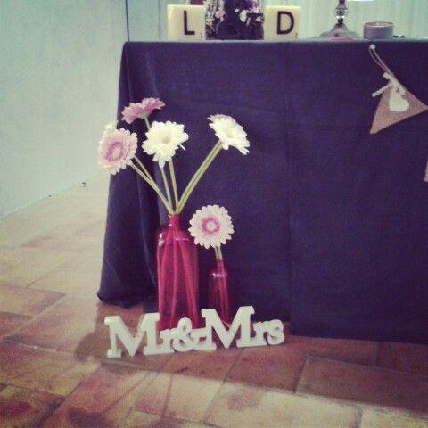 Decoración mesa exposición servicios Wedding Planner,  Sagi's Eventos.