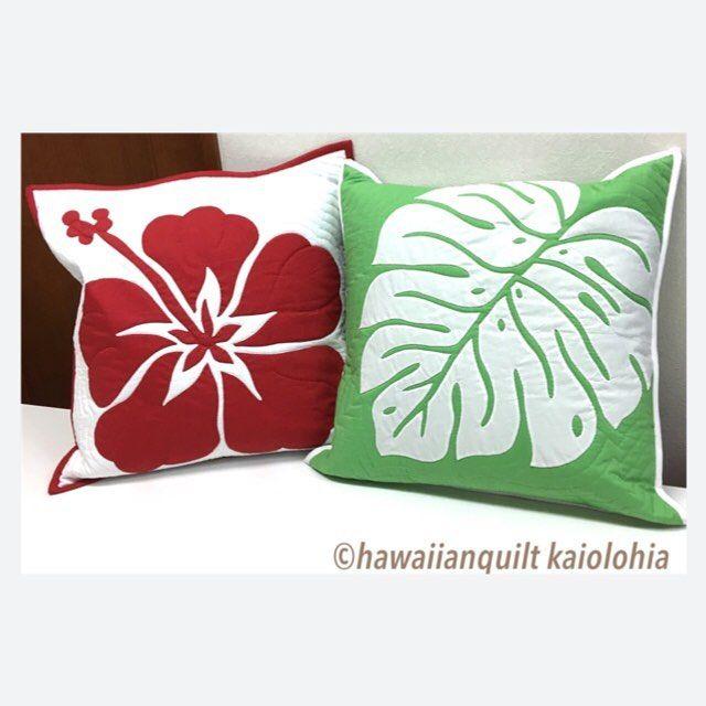 いいね!56件、コメント1件 ― kaiolohiaさん(@hawaiianquilt_kaiolohia)のInstagramアカウント: 「ハイビスカスとモンステラのクッション  #ハワイアンキルト  #hawaiianquilt  #ハイビスカス #モンステラ #hibiscus  #monstera」
