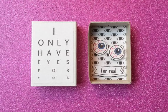 I only have eyes for you... For real.  Creepy but very cute. This is a very unusual little box which makes a spooky funny card for Valentine's Day. Gift it to a boyfriend, girlfriend, husband, wife or partner with a weird sense of humor. Someone who can appreciate a little oddity or awkwardness!  Be aware: not suitable for anyone who is squeamish! Or maybe just because of that very reason.  Theres also the possibility to customize this little box by adding a name on the banner…