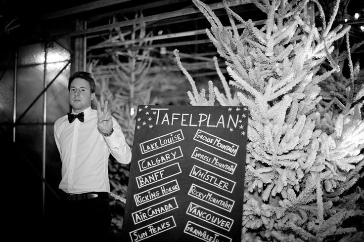 a winterwonderland themed dinner party // caroline & philippe's wedding on lovelyday.be // photo catherine de saeger