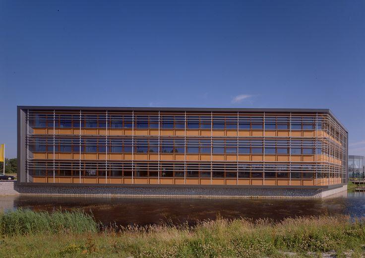 KANTOORGEBOUW KEIJSERSWEIJ  Kantoorgebouw op Bedrijventerrein 's-Gravendijck te Noordwijk. Het gebouw voorziet in ca. 1200 m² BVO aan kantoorruimte. Ook dit gebouw is ontworpen door Splinter Architecten; een tijdloos ontwerp dat al meerdere keren voor architectuurprijzen is genomineerd.