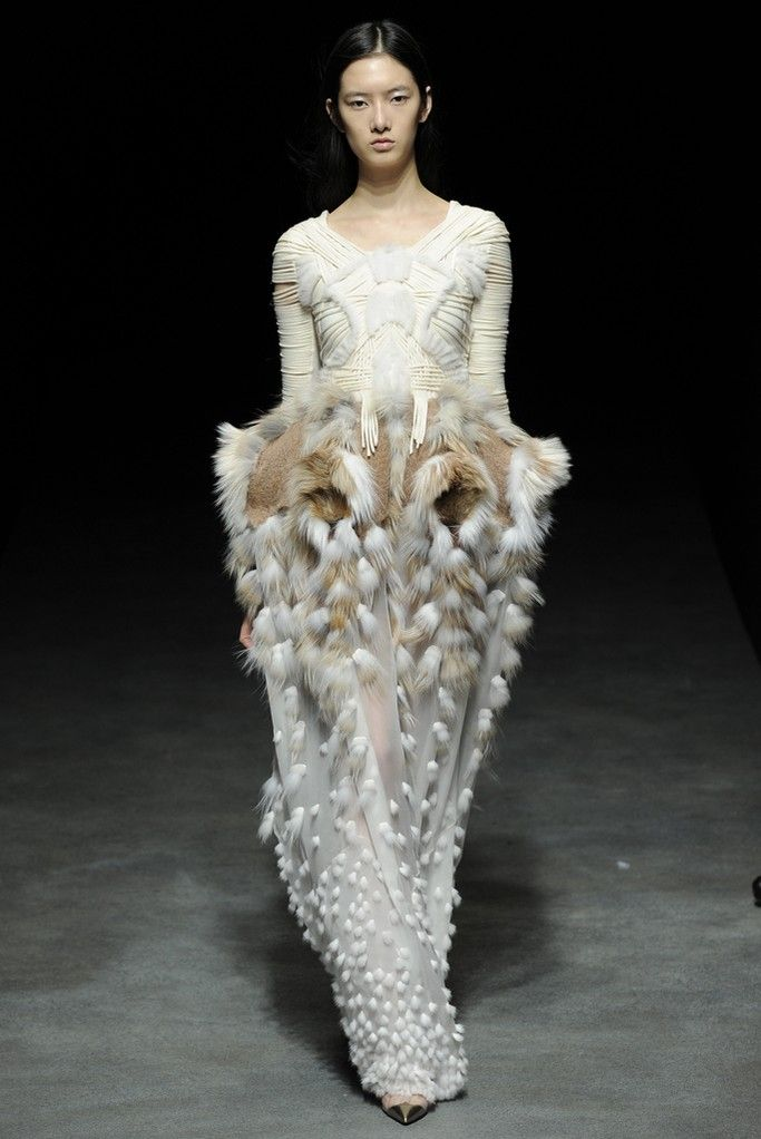 Yiqing Yin Couture Spring 2014 - Slideshow - Runway, Fashion Week, Fashion Shows, Reviews and Fashion Images - WWD.com