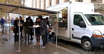 Out and About in Paris: Le Camion Qui Fume: An American-style food truck serving burgers, fries and onion rings in Paris!