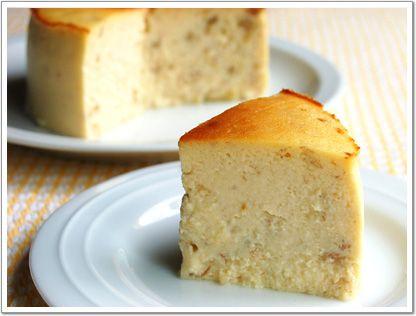 豆腐バナナチーズケーキ 12cmケーキ型1台分 絹ごし豆腐・・・150g クリームチーズ・・・150g プレーンヨーグルト・・・50g 砂糖・・・80g 卵・・・2個 薄力粉・・・大さじ2 バナナ・・・1本 レモン汁・・・大さじ1