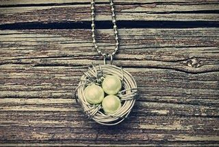 Yay! A tutorial! I love these!Necklaces Tutorials, Gift Ideas, Birds Necklaces, Diy Tutorials, Diy Necklace, Sweets Gift, Christmas Gift, Birds Nests Necklaces, Crafts