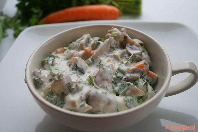 Yoğurtlu mantar salatası tahmin ettiğimden çok daha güzeldi.Sarımsaklı yoğurdun içerisinde mantar kimlik değiştirmiş adeta..Dikkatli bakılmazsa mantar olduğunu anlamak zor.. Fırında mantar köftesi tarifine buradan bakabilirsiniz.Beşamel soslu fırında mantar tarifine buradaki linkden ulaşabilirsiniz Yoğurtlu mantar salatası için gereken malzemeler 500 gr kültür mantarı (1 paket) 1 adet havuç 4 adet taze soğan 7 dal maydonoz 2 …