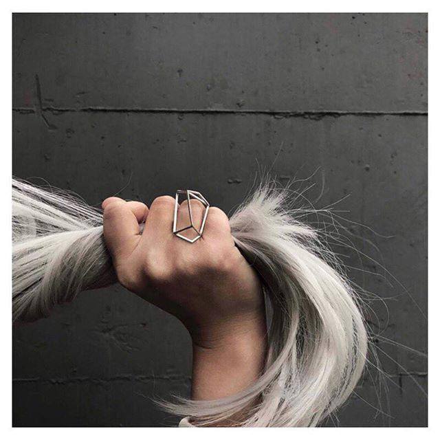 #juls #julsjewelry #contemporaryjewelry #geometry #structure #silver #artjewelry #schmuck #ring #bijuteriedeautor #jewelrydesigner