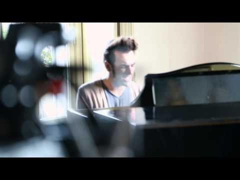 Marco Mengoni - video backstage L'essenziale
