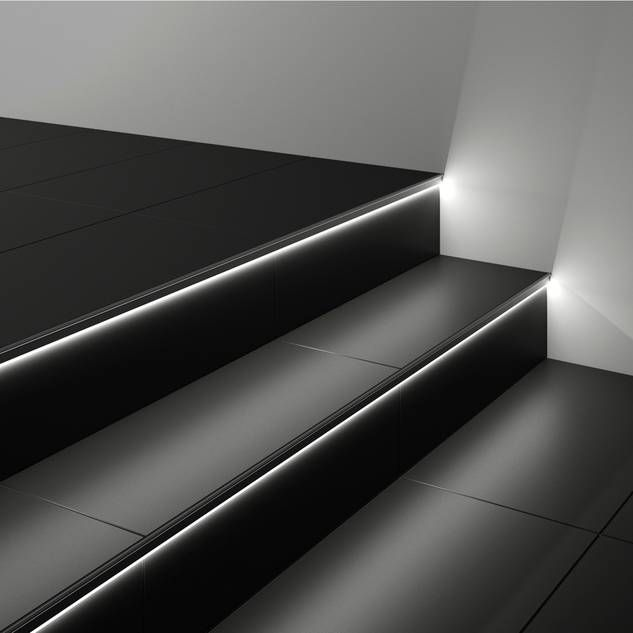 Treppen selber fliesen: Geflieste Treppe mit beleuchteten Stufen