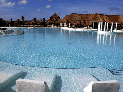 Grand Palladium Mayan Riviera, Pool Side View