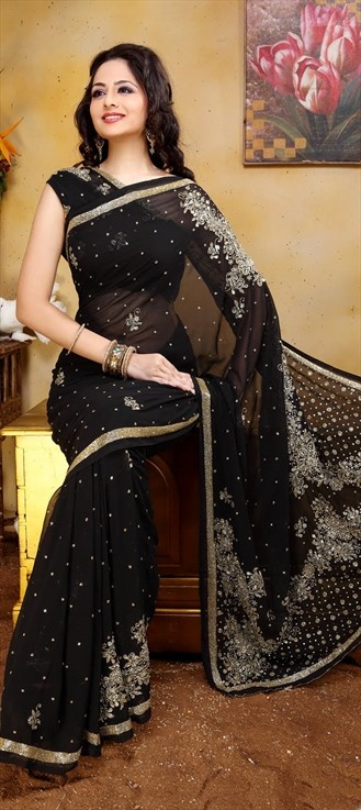77354: Actress #MahimaChaudhary was spotted in Goth-chic look in similar Black-sequin saree at a TV launch event on 27 April 2013.