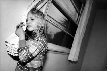 LIFE MAGAZINE - A WEEK IN THE LIFE OF A HOMELESS FAMILY - 905W-000-031