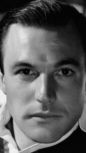 Quite possibly one of the most gorgeous men that ever existed. A young and handsome Gene Kelly, 1942
