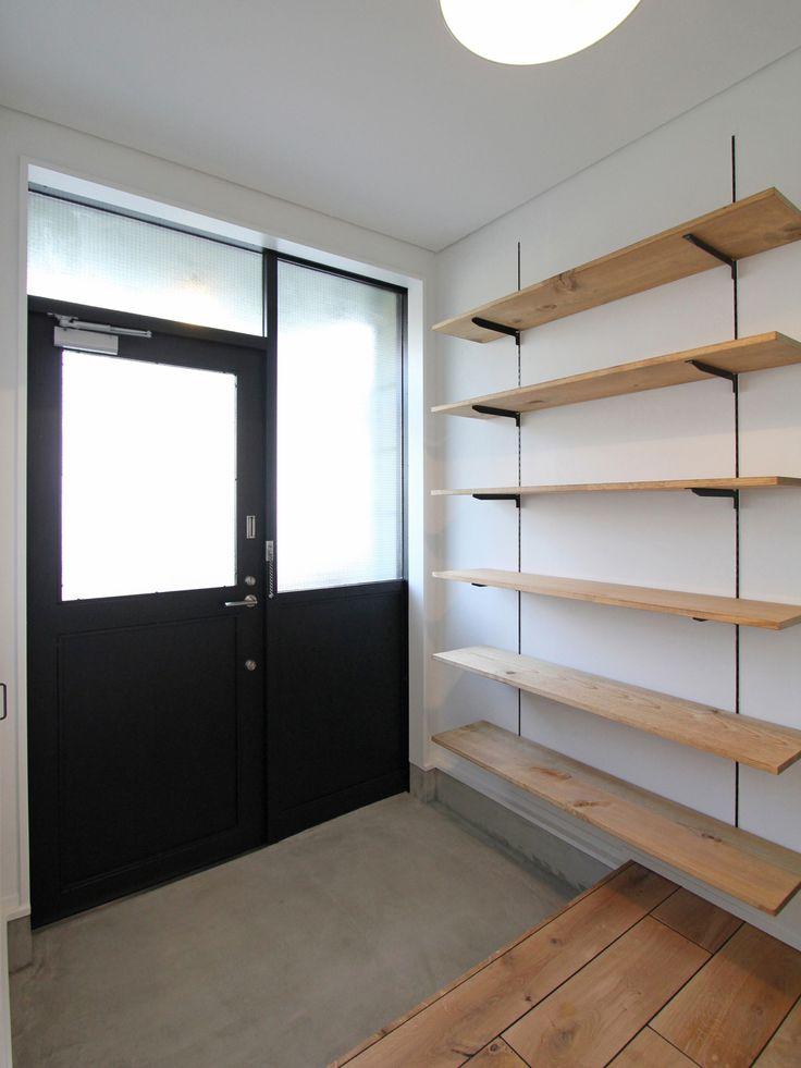 ENTRANCE/HALL/shoes shelf/door/mortar/closet/エントランス/玄関/ホール/廊下/土間/モルタル/収納/下足棚/ドア/扉/ウォークインクローゼット/リノベーション/フィールドガレージ/FieldGarage Inc.