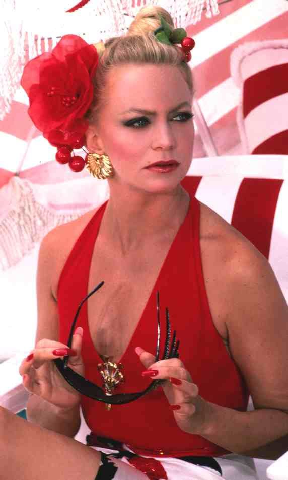 Blonde Beauty Icon Goldie Hawn in Overboard  Oh, how I loved this movie as a kid! The looks Goldie Hawn  served as rich bitch Joanna Stayton...