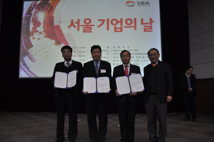 2013 서울기업의 날을 맞이하여 우수기업 CEO 시상식을 개최하였습니다. 글로벌 우수기업이 되는 그 날까지 화이팅!!