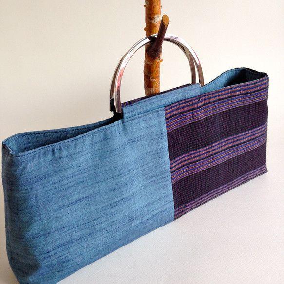 絣と紬の着物からバッグを作りました表:正絹の紬と絣の着物中:正絹の襦袢(平織)サイズ:横約40㎝×縦約18㎝マチ:約7センチ持ち手部分:横約13㎝...|ハンドメイド、手作り、手仕事品の通販・販売・購入ならCreema。