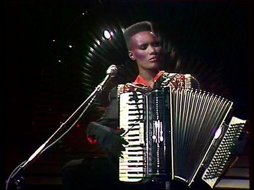 Grace Jones performing Libertango with an accordion Date: April 29, 1981.