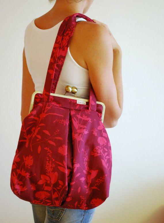 KISS LOCK LARGE bag. snap clasp purse. metal frame shoulder bag. ball snap. flowers summer