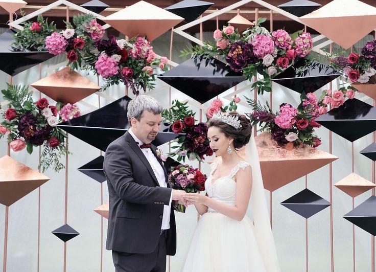 171 отметок «Нравится», 5 комментариев — DREAM WEDDING (@dreamweddingevent) в Instagram: «Сегодня наши поздравления Дамиру и Жанне. С годовщиной вас, ребята . Жанна, ты покорила всех своим…»