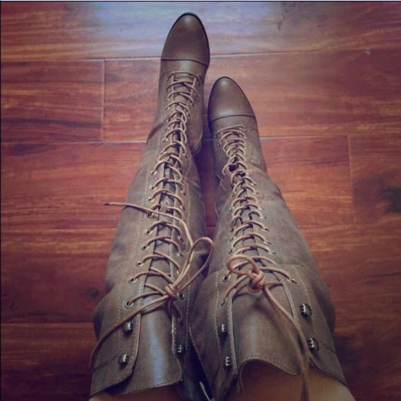 LAST PAIR!Thigh high combat boots Brand new thigh high boots! An essential boot that every gal needs in their closet. Features laces that give the boots a combat look and a side zipper for easy access and adjusting. Wear them with high waisted shorts and a oversized basic top for a flirty look in the spring. Does not come with original box. True to size. $30 on ♏️. Color: tan. Shoes Over the Knee Boots