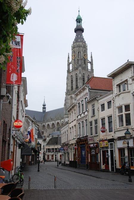 Breda, Vismarktstraat richting Havermarkt (The Netherlands)